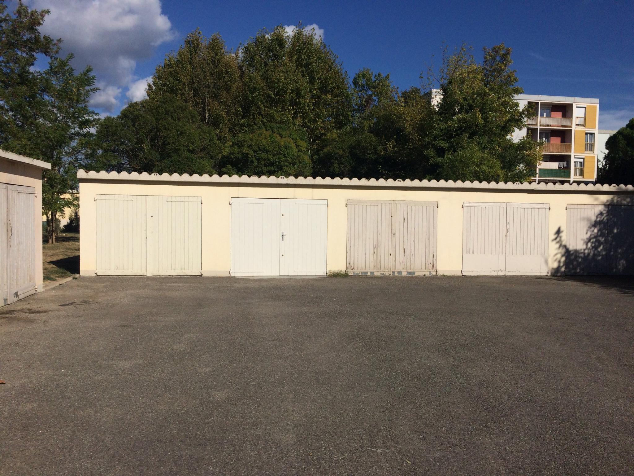 Location garage parking brignoles 83170 sur le partenaire for Location garage 14